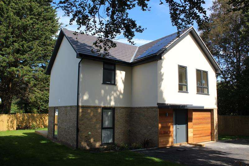 4 Bedrooms Detached House for sale in Gorsehill Road, Oakdale, Poole
