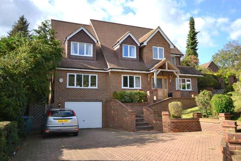 5 Bedrooms Detached House for sale in Bylands, Woking, GU22