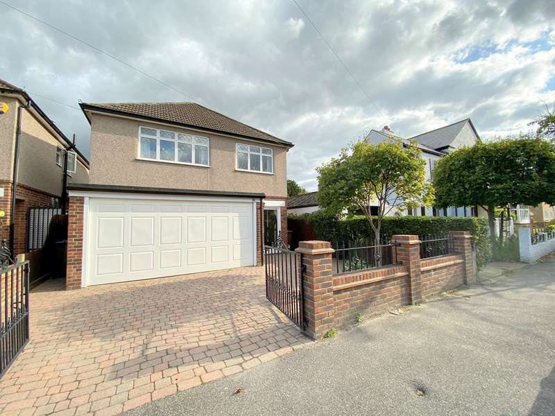 3 Bedrooms Detached House for sale in Parkland Grove, Ashford , Surrey , TW15