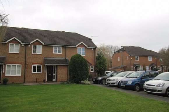 2 Bedrooms Property for rent in Mallow Crescent