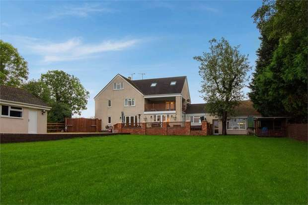 4 Bedrooms Semi Detached House for sale in Chadwick Bank, Stourport-on-Severn, Worcestershire