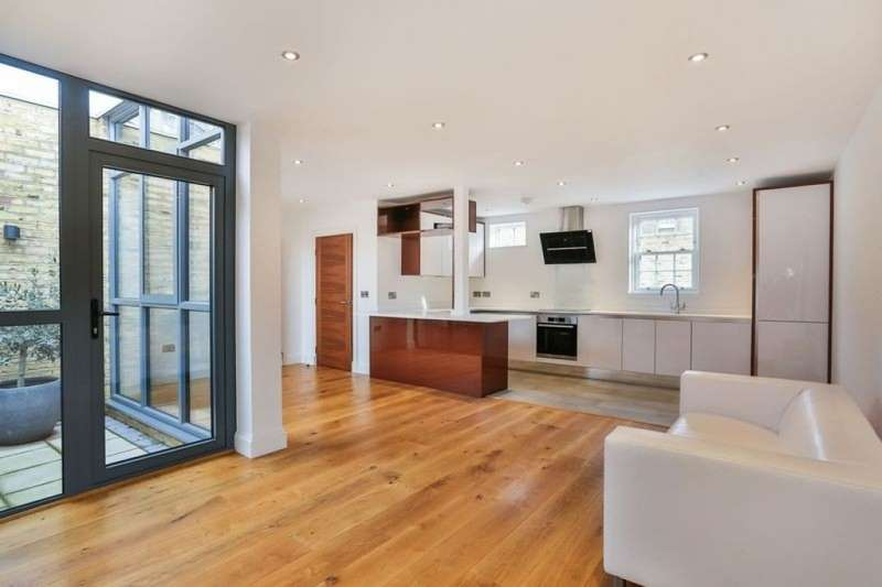 3 Bedrooms Terraced House for rent in Rushgrove Mews Rushgrove Mews, Rushgrove House, London, SE18