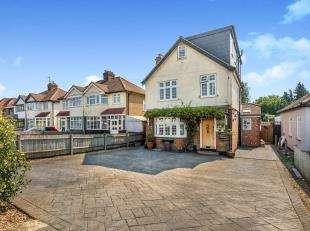 5 Bedrooms Detached House for sale in Ruxley Lane, Epsom, Surrey, .