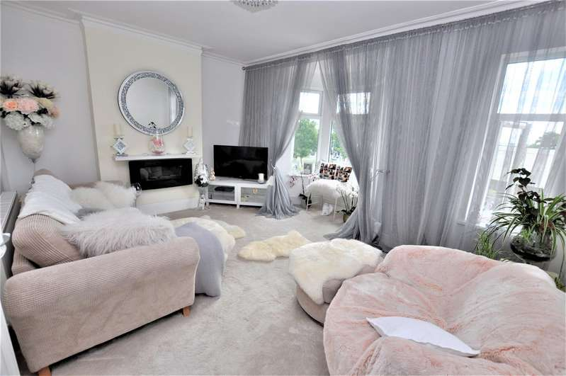 1 Bedroom Penthouse Flat for sale in Stanley Road, Southend-On-Sea