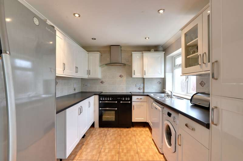 3 Bedrooms Property for rent in Carlyle Gardens, Southall