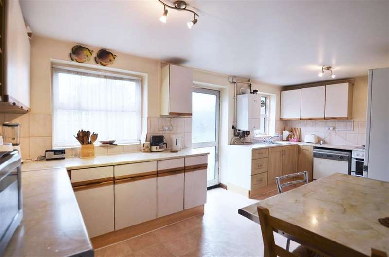 3 Bedrooms Semi Detached House for sale in Hillyard Road, Hanwell, W7 1BH