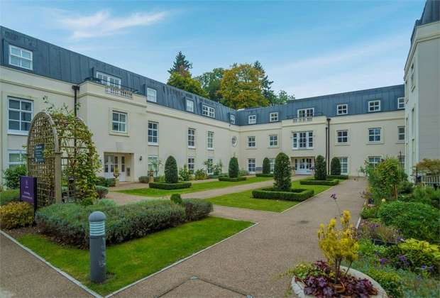 2 Bedrooms Flat for sale in Templeton Road, Kintbury, Hungerford, Berkshire
