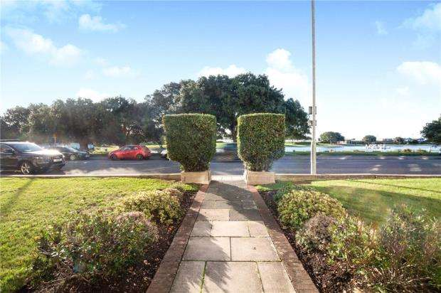 3 Bedrooms Apartment Flat for sale in Dolphin Court, St. Helens Parade, Southsea