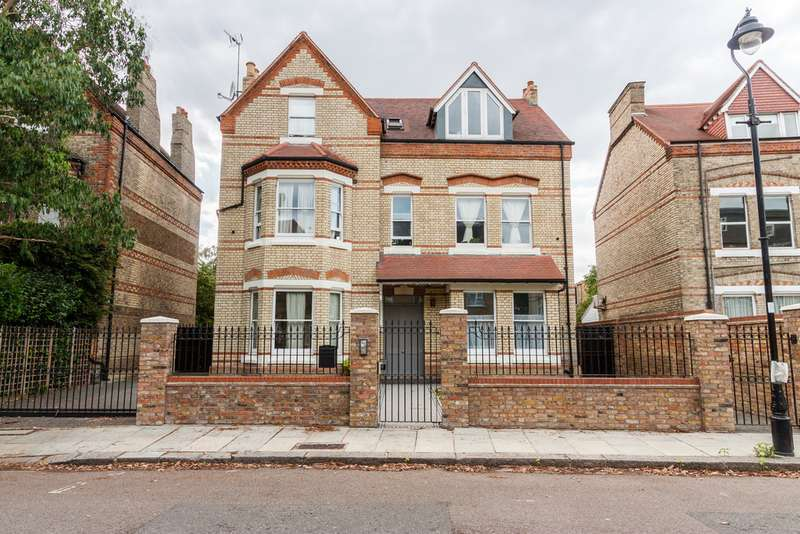 5 Bedrooms Detached House for sale in Grange Park, Ealing, W5