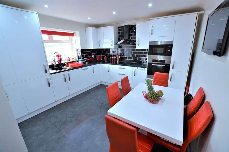 3 Bedrooms Property for sale in Mallows Green, Harlow CM19
