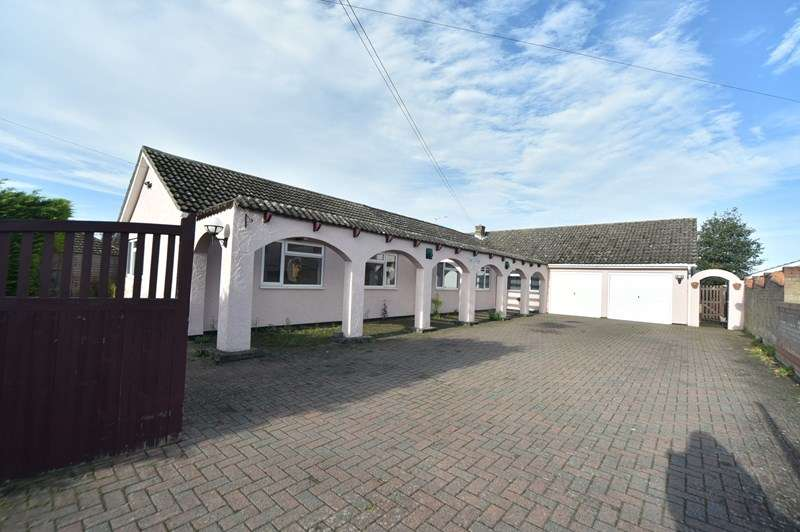 6 Bedrooms Bungalow for sale in Fordham Road, Freckenham, Bury St Edmunds, Suffolk, IP28