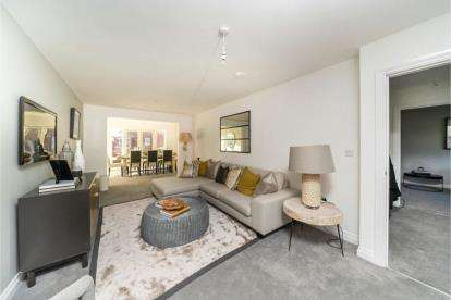 4 Bedrooms Detached House for sale in Quarry Fields, Finedon Road, Burton Latimer