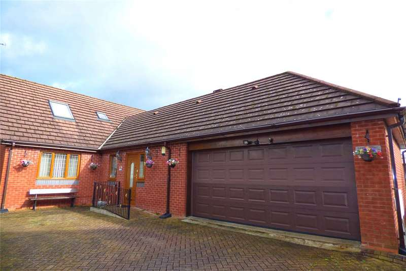 3 Bedrooms Detached House for sale in Lever Street, Heywood, Greater Manchester, OL10