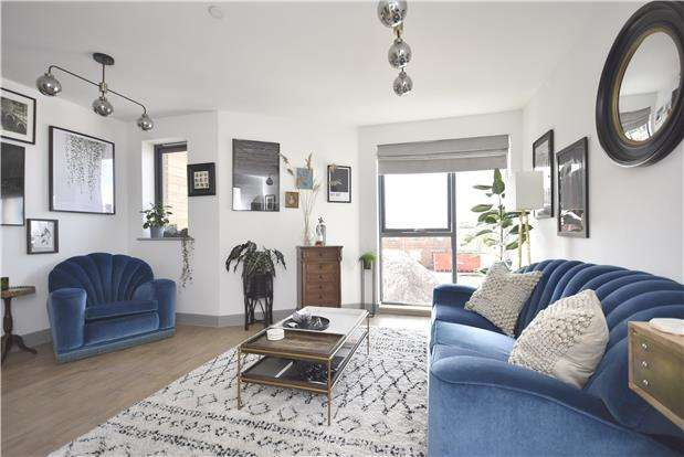 3 Bedrooms Terraced House for sale in Paintworks, Arnos Vale, Bristol, BS4 3AQ