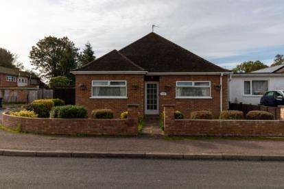 2 Bedrooms Bungalow for sale in Cambridge