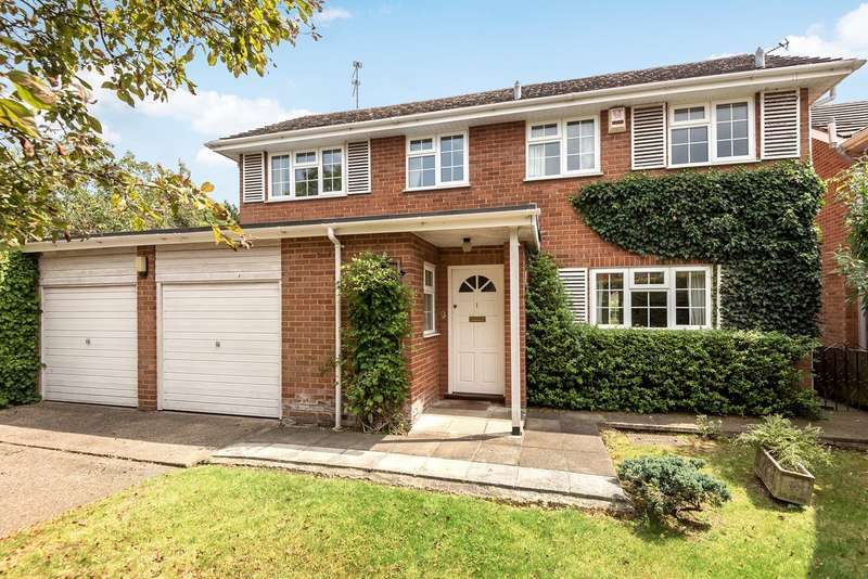 4 Bedrooms Detached House for sale in Manor Farm Way, Seer Green, Beaconsfield, HP9