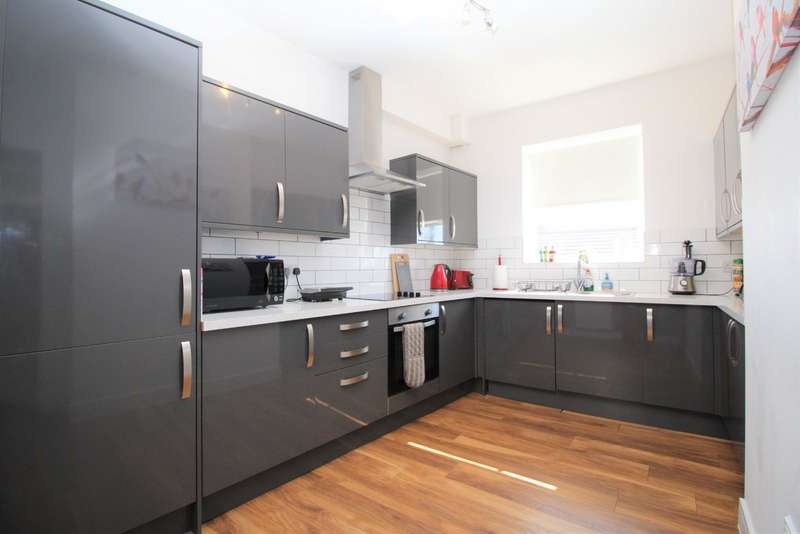 2 Bedrooms Apartment Flat for sale in Duncan Road, Southsea, Hampshire, PO5