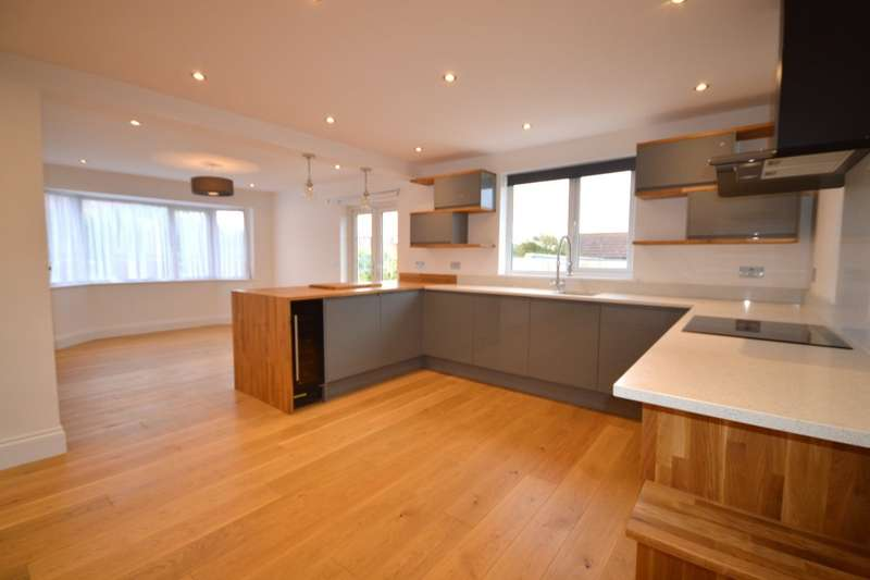 4 Bedrooms Detached Bungalow for sale in Leckwith Avenue, Bexleyheath, Kent, DA7