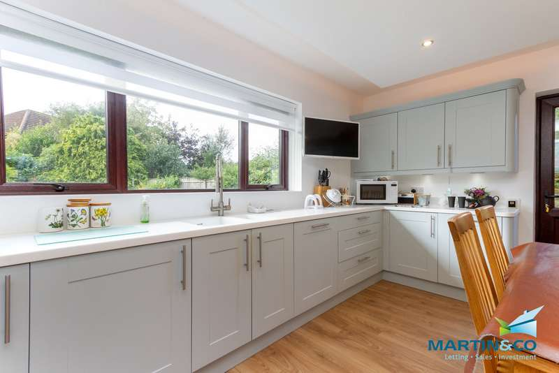 4 Bedrooms Detached House for sale in Balfour Close FY5