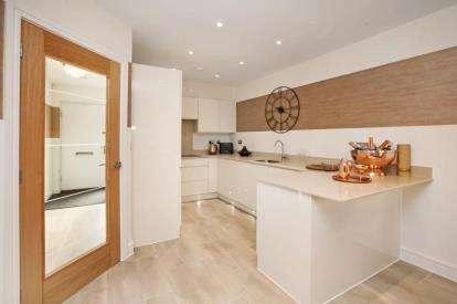 4 Bedrooms Bungalow for sale in Seaton, Devon