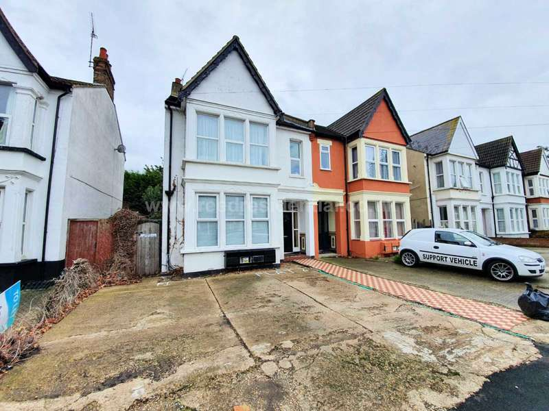 1 Bedroom Flat for sale in Argyll Road, Westcliff On Sea