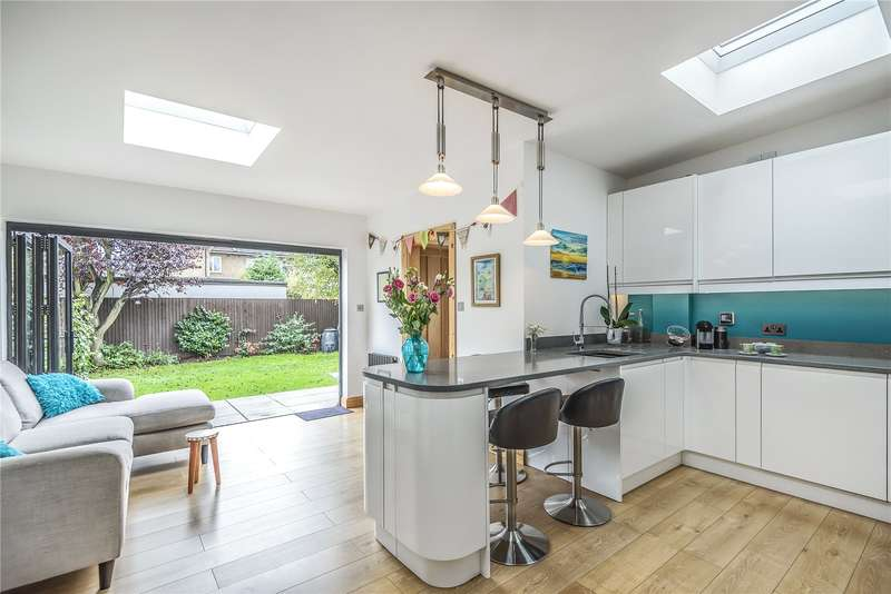 4 Bedrooms Semi Detached House for sale in Frogmore Avenue, Hayes, Middlesex, UB4
