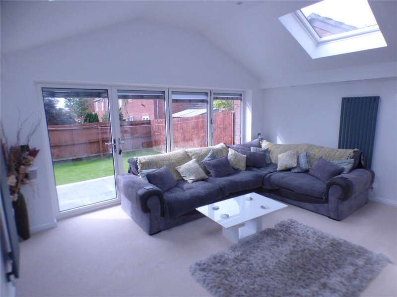 2 Bedrooms Detached House for sale in Emerald Drive, Moorside, Oldham, Greater Manchester, OL1
