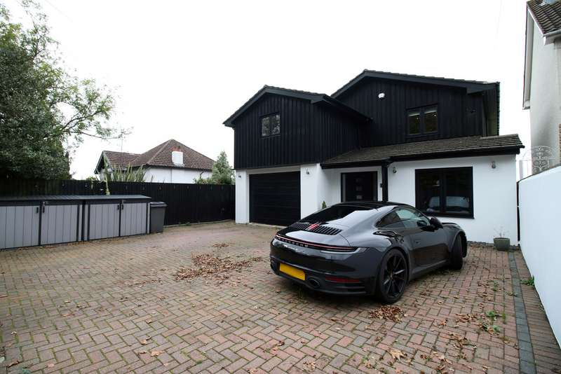 5 Bedrooms Detached House for sale in Cog Road, Sully CF64
