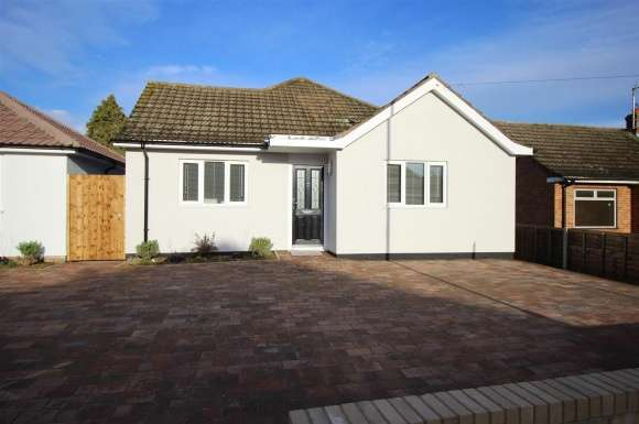 3 Bedrooms Property for sale in Mayfield Road, Huntingdon