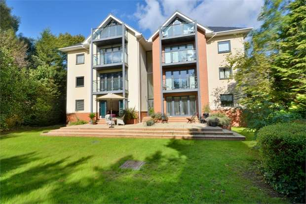 2 Bedrooms Flat for sale in Madeira Road, Bournemouth, Dorset