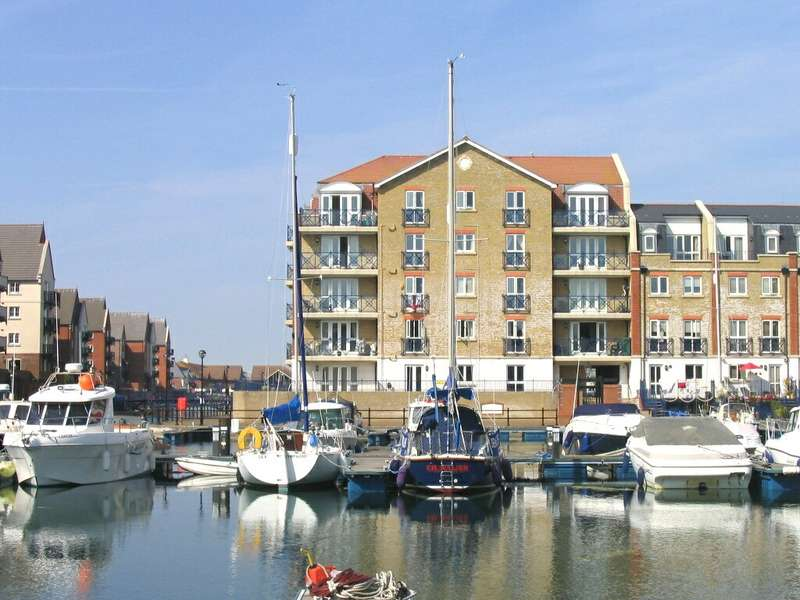 2 Bedrooms Apartment Flat for rent in The Piazza, Sovereign Harbour South, Eastbourne