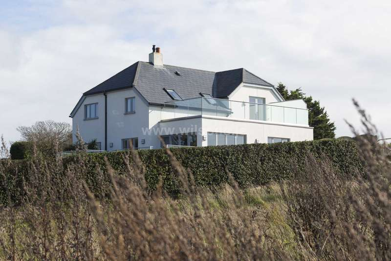 4 Bedrooms Detached House for sale in St Ouen