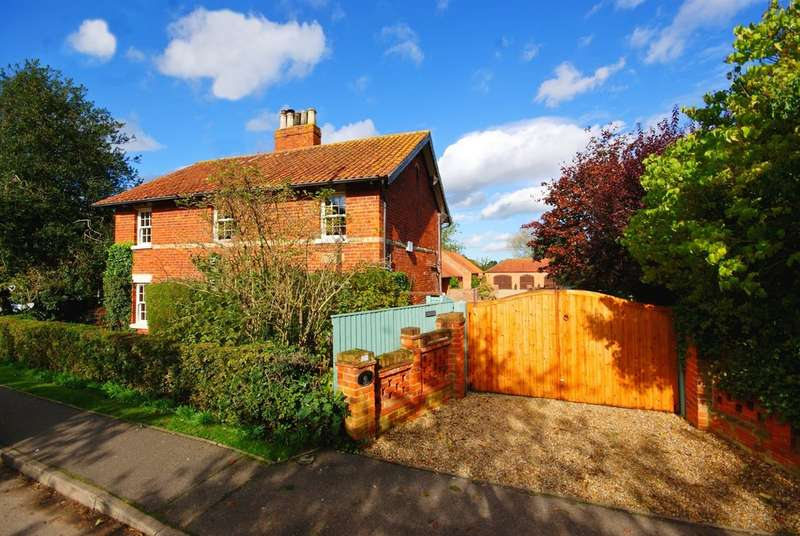 6 Bedrooms Detached House for sale in Meadow Lane, South Hykeham, Lincoln LN6