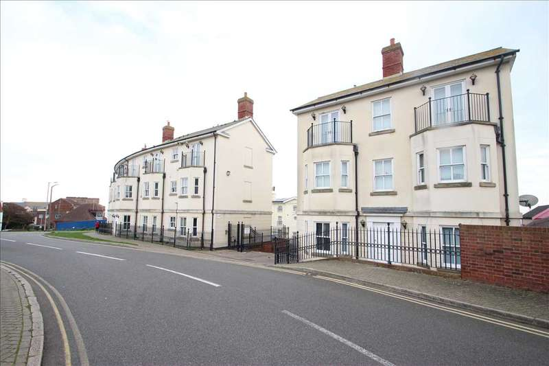 2 Bedrooms Apartment Flat for sale in Clifton Court, The Parade, Walton-on-the-Naze