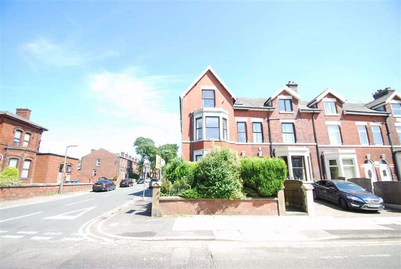 2 Bedrooms Apartment Flat for sale in Walmersley Road, Seedfield, Bury
