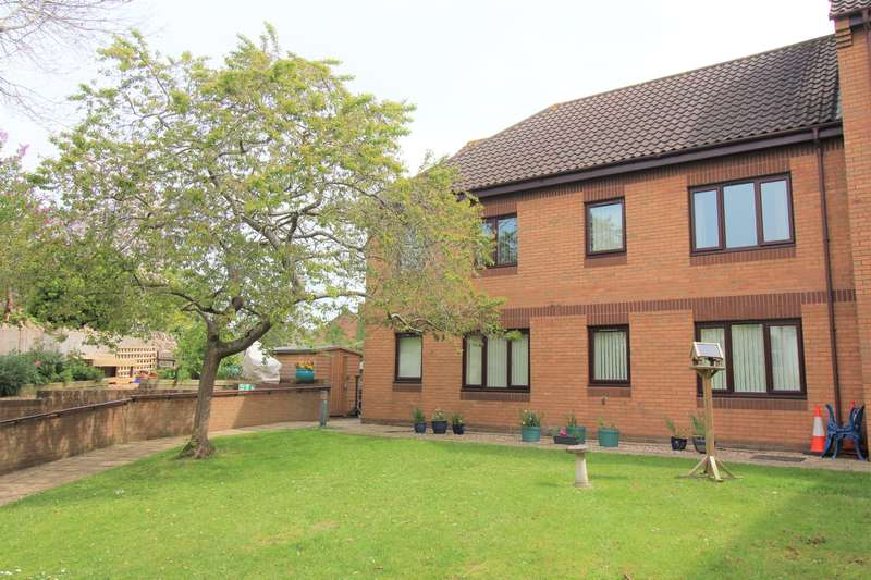 2 Bedrooms Flat for sale in Tanners Court, Midland Way, Thornbury, BS35 2BY