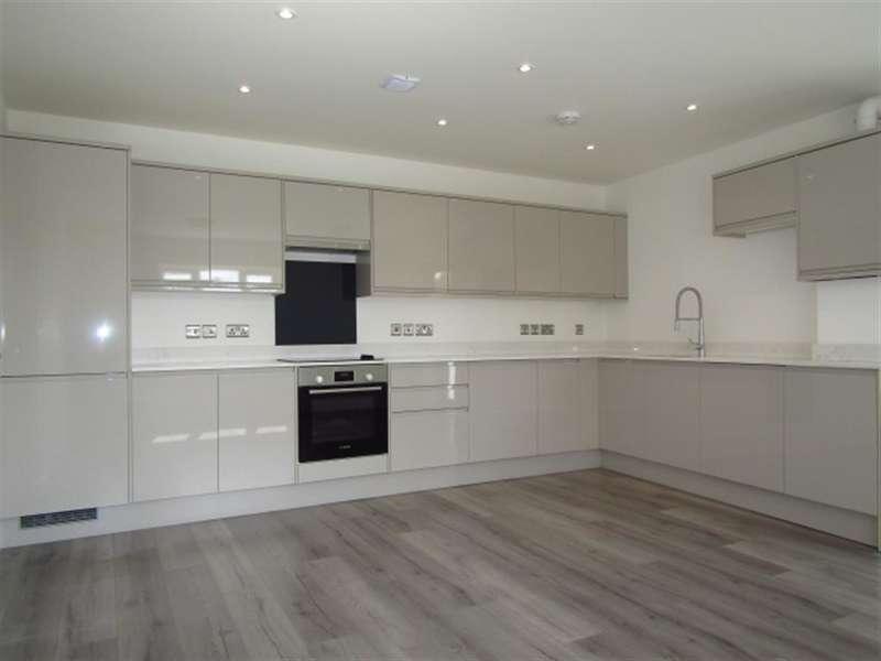 2 Bedrooms Flat for sale in Plot 74, Beechwood Gardens, Slough, SL1 2HR
