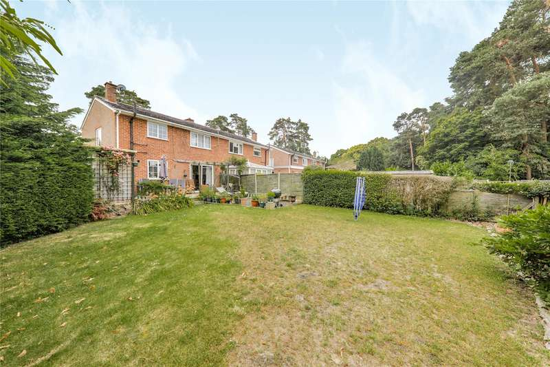 3 Bedrooms Semi Detached House for sale in Cricket Field Grove, Crowthorne, Berkshire, RG45