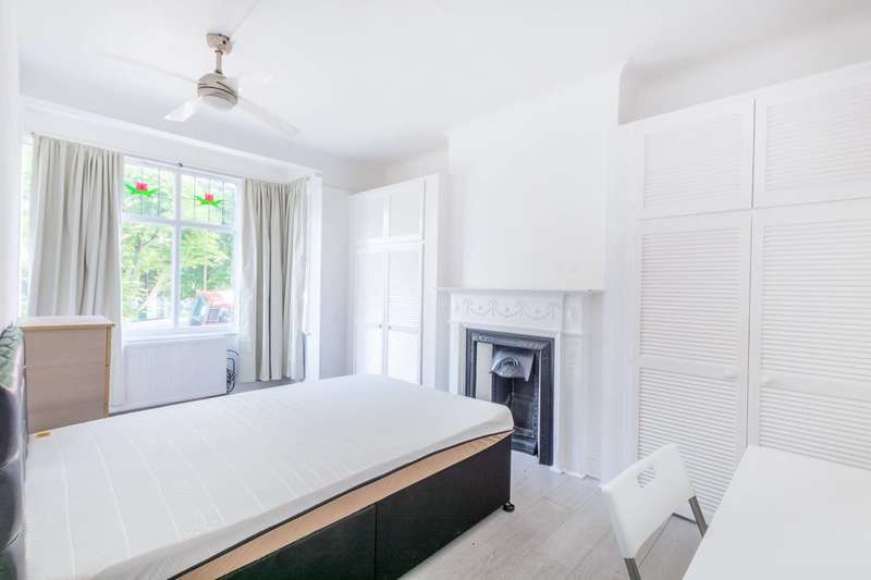 4 Bedrooms Terraced House for sale in Caledonian Road, Islington, N7