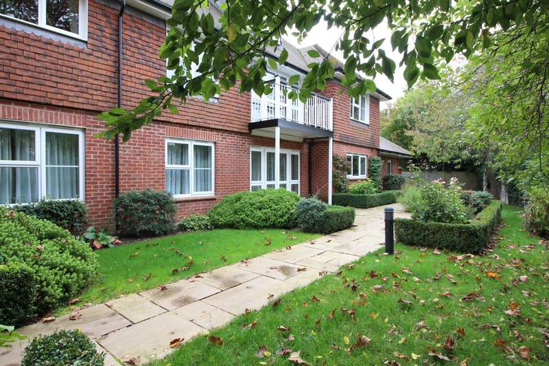 2 Bedrooms Flat for sale in The Conifers, Lyfield Court, Emmer Green, Reading, RG4