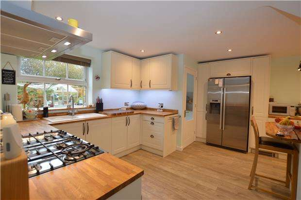 3 Bedrooms Detached House for sale in Pear Tree Hey, Yate, BRISTOL, BS37 7JT