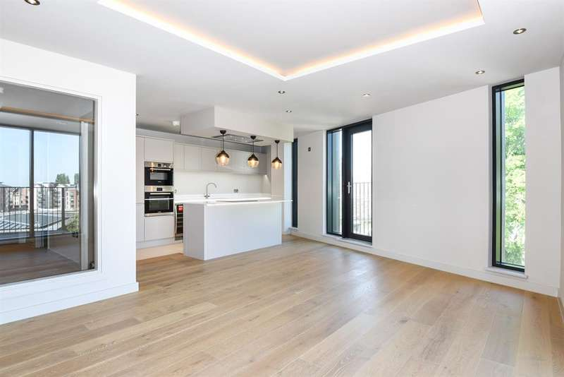 2 Bedrooms Apartment Flat for sale in 2B Stonebow House, The Stonebow, York, YO1 7NP