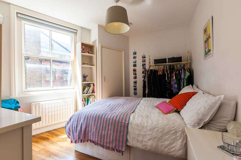 3 Bedrooms Flat for sale in Brick Lane, Shoreditch, E1