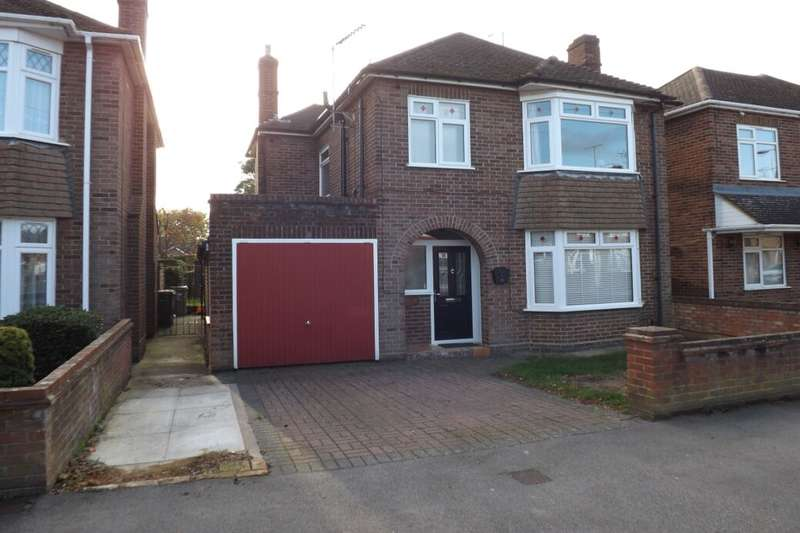3 Bedrooms Detached House for sale in Douglas Crescent, Houghton Regis, Dunstable, LU5