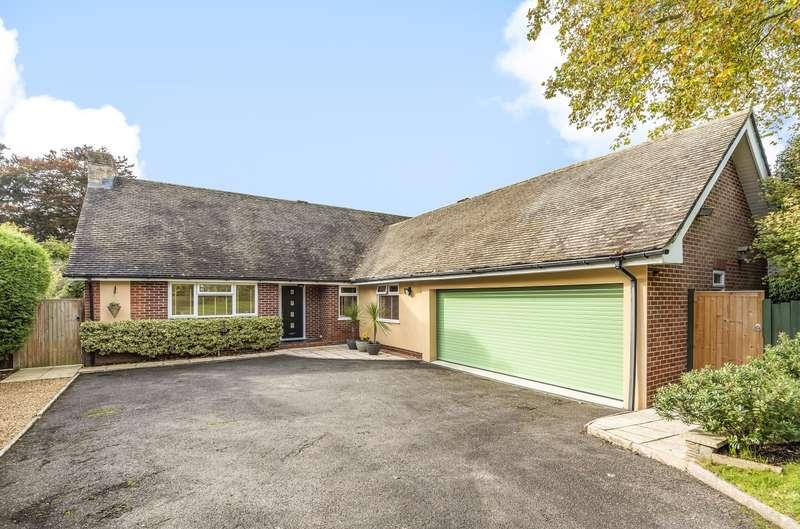 4 Bedrooms Detached Bungalow for sale in Weavers Close, Easebourne, Midhurst, GU29