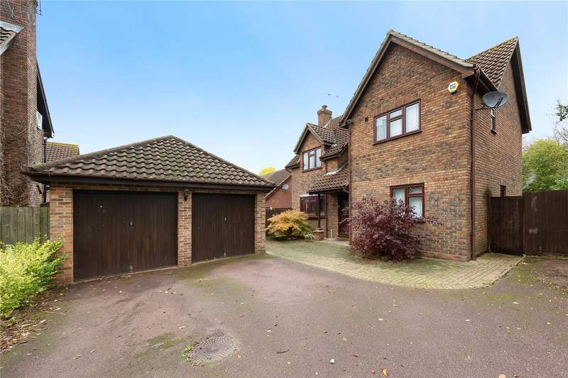 4 Bedrooms Detached House for sale in Great Leighs Way, Basildon, Essex, SS13