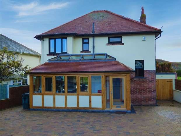 3 Bedrooms Detached House for sale in Marine Road, Penrhyn Bay, Llandudno, Conwy