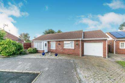 3 Bedrooms Bungalow for sale in Clacton On Sea, Essex