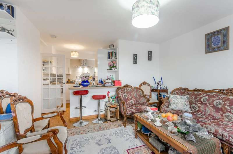 2 Bedrooms Flat for sale in Bloomsbury Close, Ealing, W5