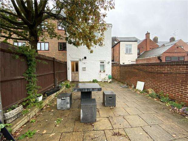2 Bedrooms Maisonette Flat for sale in Camp Road, Farnborough, Hampshire